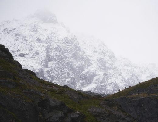talkeetna mountains, alaska, hikers, mint hut, trail